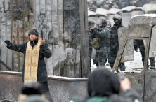 TOPSHOTS-UKRAINE-RUSSIA-EU-UNREST-POLITICS